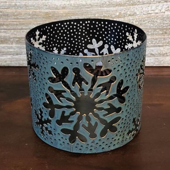 Bath & Body Works •3 Wick Snowflake Candle Sleeve